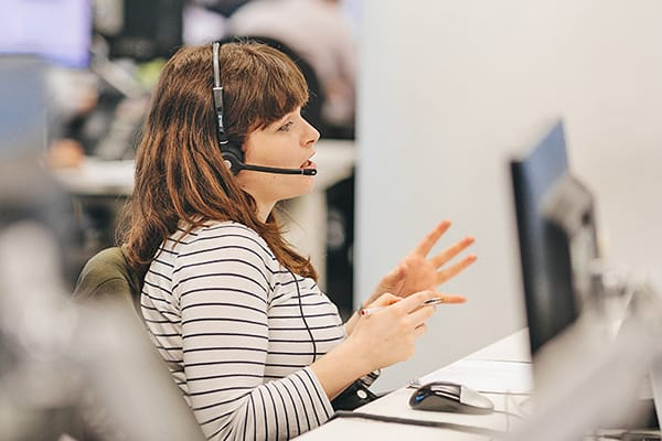 Hargreaves Lansdown call centre lady on call
